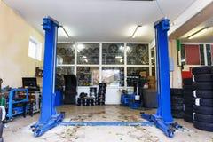 Station för bil eller för auto reparation eller automatiskt servicenäringgarage fotografering för bildbyråer