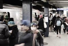 Station för drev NYC för offentligt trans. för pendling för folk för New York City gångtunnelarbete arkivbild