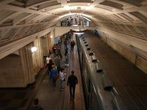 Station för drev för Ryssland Moskvagångtunnel metro h?rlig stad royaltyfri foto
