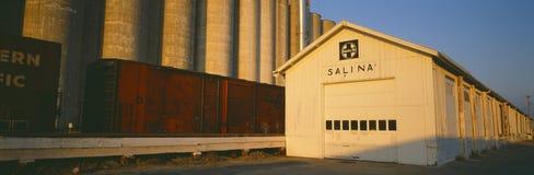 Station för järnväg för kornsilo, Salina, Kansas Arkivbilder