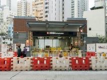 Station för MTR Sai Ying Pun under konstruktion - förlängningen av ölinjen till det västra området, Hong Kong Royaltyfri Fotografi