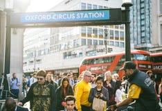 Station för tidningsfördelningsOxford cirkus Fotografering för Bildbyråer