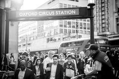 Station för tidningsfördelningsOxford cirkus Arkivbilder
