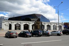 Station för tunnelbana för `-Krestovskiy Ostrov ` Fotografering för Bildbyråer