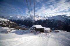 station för alpskabelbil Arkivfoto