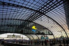 station för berlin hauptbahnhofjärnväg Royaltyfri Foto
