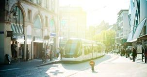 Station française de tramway dans des Frances centrales de Strasbourg avec des personnes Images libres de droits