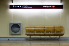 Station Lissabon-Metros (Metropolitano De Lissabon) bei Portela Airpor stockfotografie