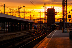 Station met zonsonderganghemel Royalty-vrije Stock Afbeelding
