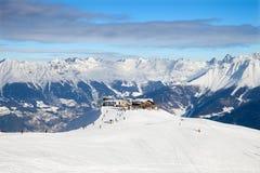 Station och restaurang för kabelbil på bergtoppmöte Royaltyfria Foton