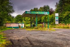Station-service abandonnée dans Redesdale image stock