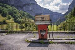 Station service dans les alpes photographie stock