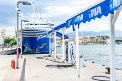 Station-service de bateau dans la fente, Croatie photographie stock