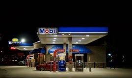 Station service et épicerie de Mobil Photos stock
