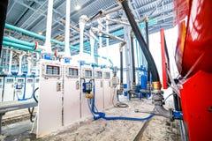 Station service sur le terminal électronique d'usine de raffinerie de pétrole Photo stock
