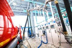 Station service sur le terminal électronique d'usine de raffinerie de pétrole Photos stock