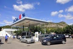 Station service sur un supermarché français Photos libres de droits