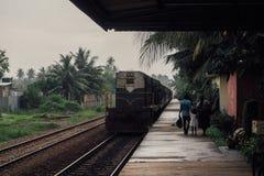 Station Sri Lanka Het is een deel van Ontwikkelingsstrategie de van 10 jaar van de overheidsspoorweg en de nieuwe treinen gebruik stock afbeelding