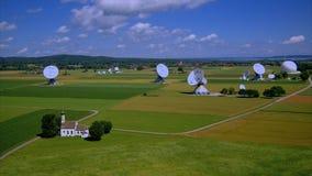 Station terrestre satellite Raisting, Bavière, Allemagne banque de vidéos