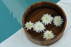 Station thermale avec des fleurs Photo libre de droits