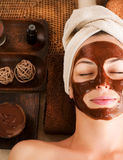 Station thermale de massage facial de masque de chocolat photographie stock