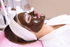 Station thermale de massage facial de masque de Hocolate images stock