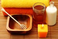 Station thermale de miel et de lait Photos stock
