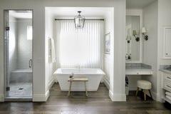 Station thermale de salle de bains de manoir de station de vacances image stock