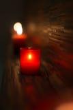Station thermale et bien-être sentant les bougies rouges Image stock