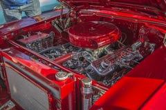 1957 station wagon del nomade di Chevrolet, motore dei dettagli Fotografie Stock Libere da Diritti
