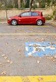 Stationaire rode auto Stock Afbeeldingen