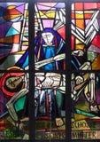 13. Stationen des Kreuzes, Jesus-` Körper wird vom Kreuz entfernt Stockbilder