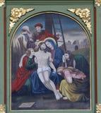 13. Stationen des Kreuzes, Jesus-` Körper wird vom Kreuz entfernt Stockfoto