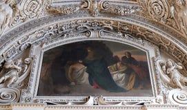 14. Stationen des Kreuzes, Jesus wird in das Grab gelegt und umfasst im Weihrauch Stockbild