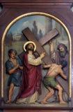 2. Stationen des Kreuzes, Jesus wird sein Kreuz gegeben stockfoto