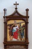2. Stationen des Kreuzes, Jesus wird sein Kreuz gegeben Stockfotos
