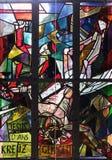 11. Stationen des Kreuzes, Kreuzigung: Jesus wird auf das Kreuz genagelt Stockbild