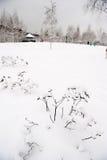 Stationnement à Moscou après la chute de neige importante Image stock