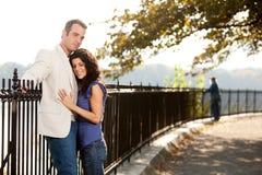 Stationnement d'amour de couples Image stock