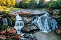 Stationnement d'automnes sur le fleuve canneux Images libres de droits