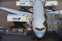 Stationnement d'avion à l'aéroport international de Tokyo Image libre de droits