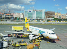 Stationnement d'avion de Cebu Pacific dans l'aéroport de Manille Photo stock