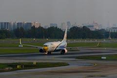 Stationnement d'avion sur l'aéroport international Don de Bangkok Images stock