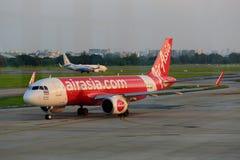 Stationnement d'avion sur l'aéroport international Don de Bangkok Image libre de droits