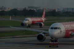 Stationnement d'avion sur l'aéroport international Don de Bangkok Image stock