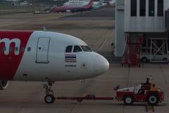 Stationnement d'avion sur l'aéroport international Don de Bangkok Photographie stock
