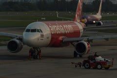 Stationnement d'avion sur l'aéroport international Don de Bangkok Photo stock