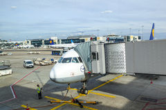 Stationnement d'avions de Lufthansa au tablier Images stock