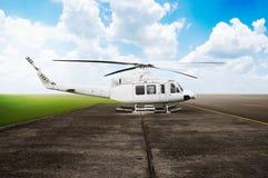 Stationnement d'hélicoptère à l'aéroport Image stock
