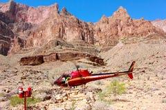 Stationnement d'hélicoptère en parc national de Grand Canyon Photographie stock libre de droits